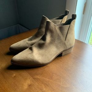 EUC Tan Suede Chelsea Ankle Boot   Forever21